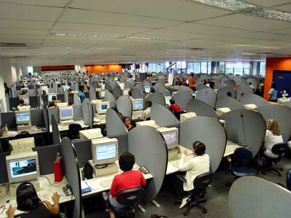 Call_Centre_By_http_www.flickr.com_photos_vitorcastillo__[CC-BY-SA-2.0_(http_creativecommons.org_licenses_by-sa_2.0)]_via_Wikimedia_Common
